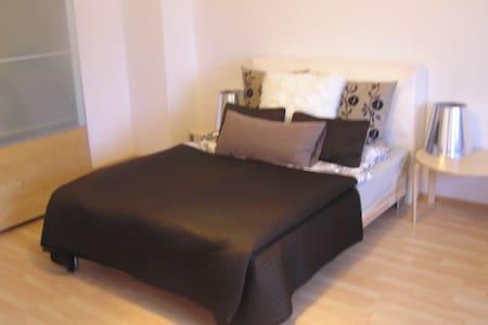 Apartment mit Küche ab 03.04.2017 - Eching - Apartamento