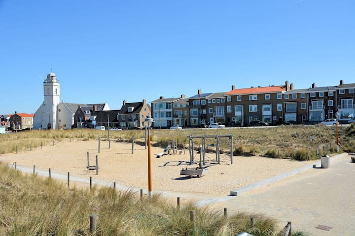 Authentic jutters house on the boulevard of Katwijk with sea view