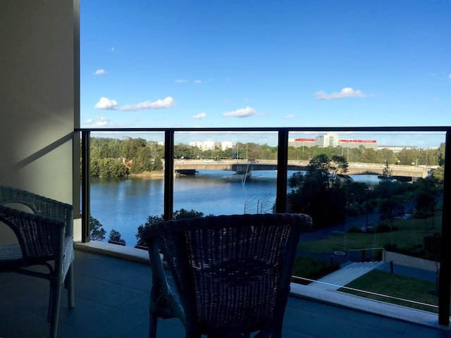 Stylish two-bedroom - Wolli Creek - Apartment