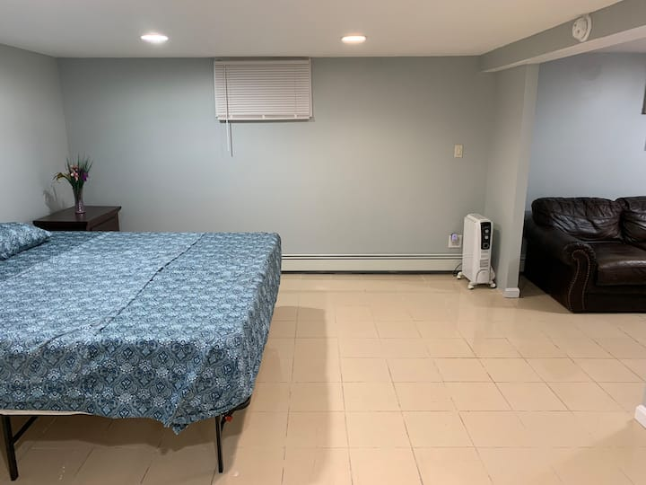 Clean N Cozy One Bedroom. 15 mins to JFK Airport