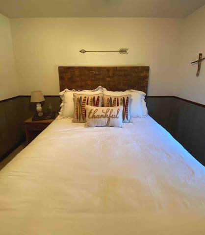 """Full Bed - the """"Thankful Traveler"""""""