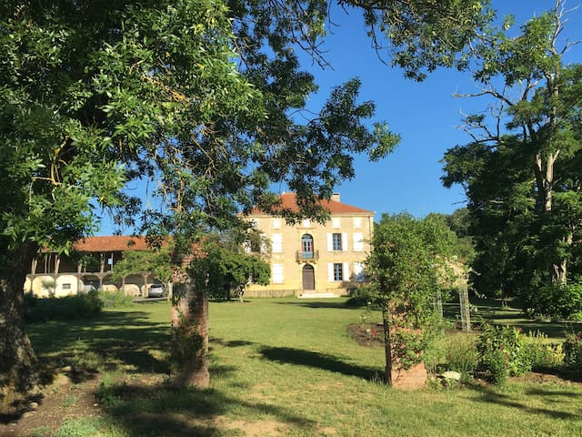 Country Estate For Summer Holidays - Monbardon - Ev