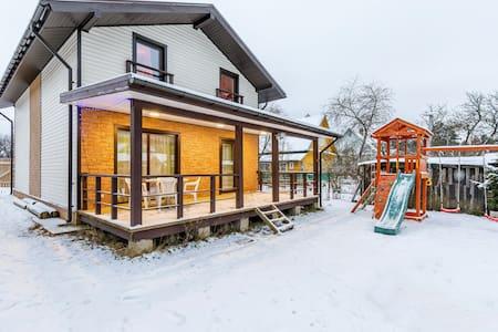 Семейный уютный коттедж 120 м²