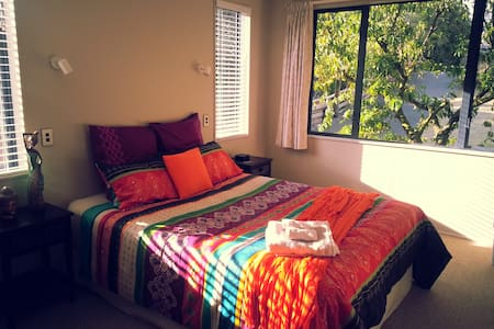 Fig Tree B&B,listen to ocean waves! - Papamoa