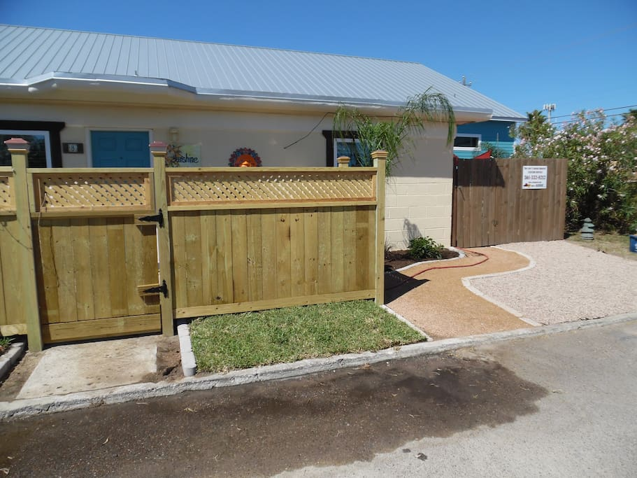 Front and side entrances to Sunshine Cottage #8
