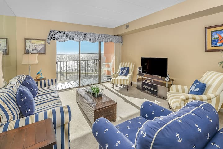 What a Beautiful 1 Bedroom Condo with Bay Views in Ponte Vista!