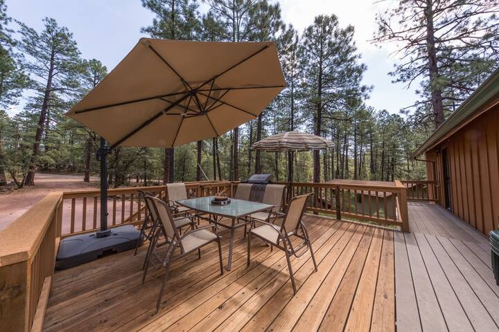 Pine- Charming cabin in Pine w/ forest view! Outdoor fire pit, games, and views! - Pine - Houten huisje