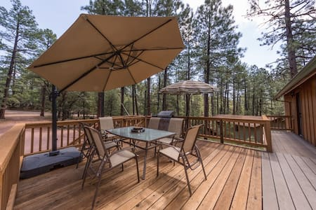 Pine- Charming cabin in Pine w/ forest view! Outdoor fire pit, games, and views! - Pine - Dom