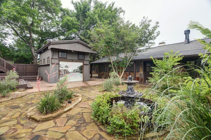 Carriage house blocks from downtown Grapevine. - Grapevine - Bungalow