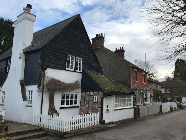 Cosy 3 Bed Cottage, Close to Radlett, with Garage
