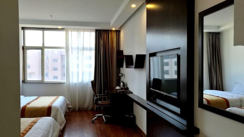采蘑菇,逛天路。张北草原塞纳都花田草海度假酒店,双床房全网最低价A306