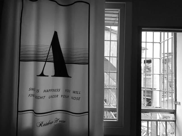 「中山路步行街 往后-余生亅旅人在厦门的家 中山路家庭套房两室一厅邻近海边 可步行到鹭江道远眺鼓浪屿