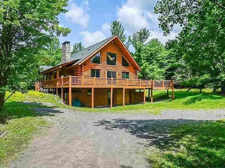 Beautiful Cozy Log house