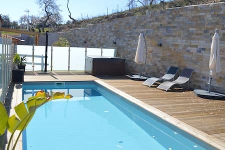 maison avec piscine et jacuzzi