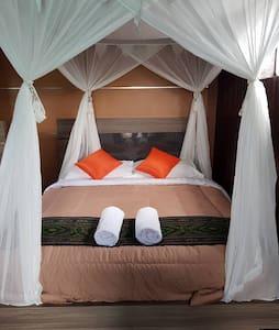 Orangutan Tour Houseboat