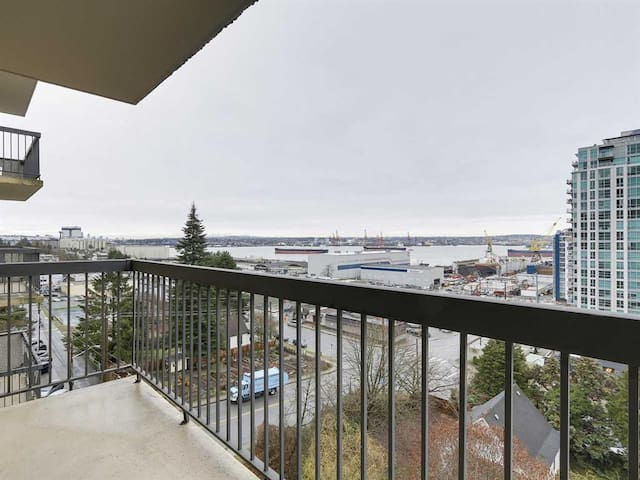 Upgraded Furnished Apartment Water View - North Vancouver - Departamento