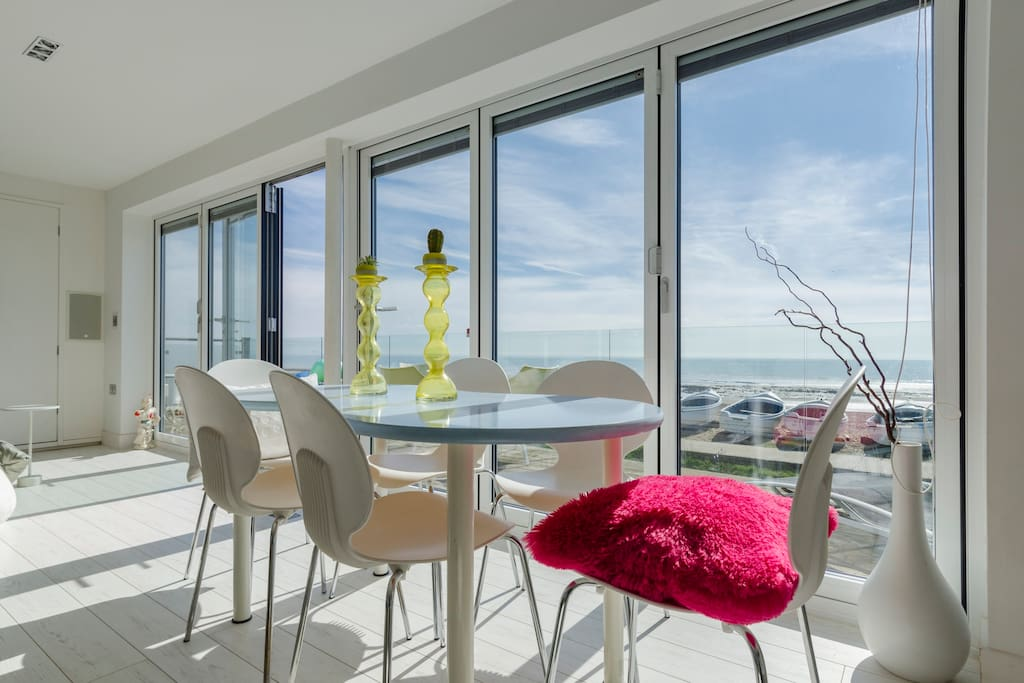 Bring the outdoors in with bi fold doors for al fresco eating