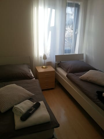 En suite room near Munich ICM exhibiton Centre - Munique - Apartamento