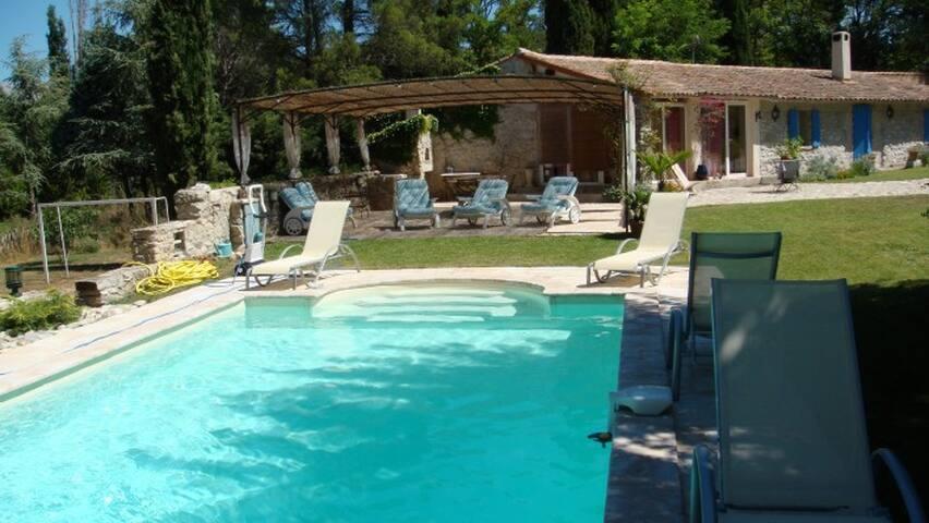 Bergerie xix ème de charme au calme avec piscine - Fuveau
