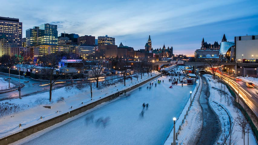 MINUTES AWAY FROM THE OTTAWA CANAL