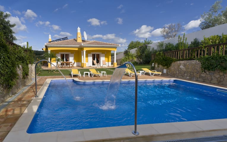 Villa Amarela is a beautiful, spacious villa with private pool