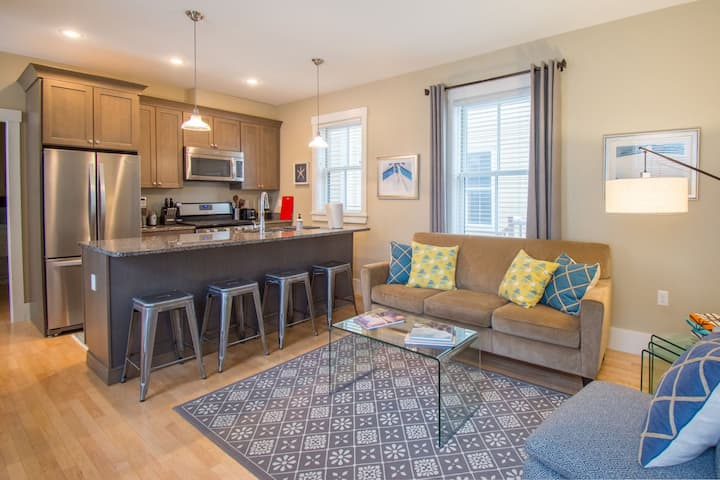 Sophisticated and Modern In Town West End Location 2 Bedroom 2 Bathroom