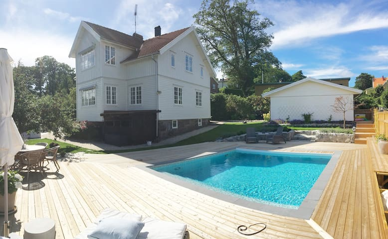 Charming pool villa with secluded garden in Hovås