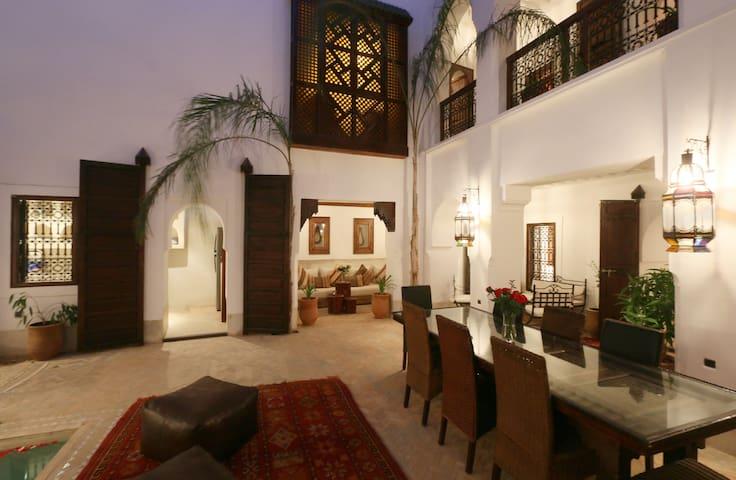 PRIVATE LUXURY RIAD, POOL WIFI AND TERRACE MEDINA - Marrakesh - Rumah