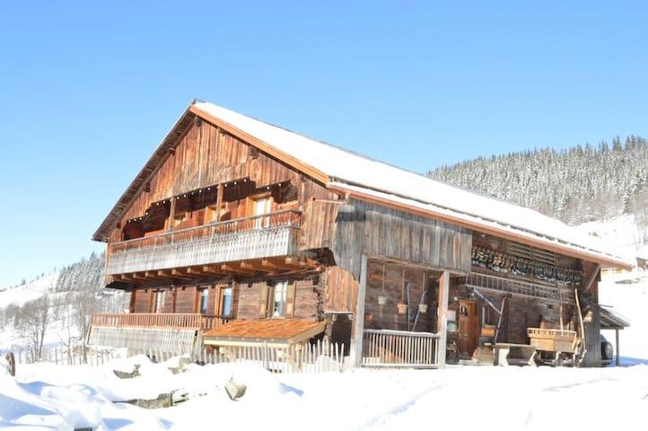 La Grange des Confins, ski, terroir et tradition
