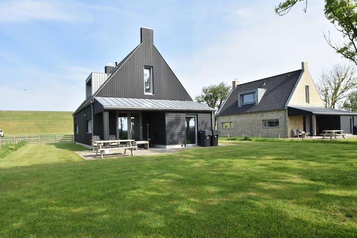 Traditional and modern 6 person fishing holiday home, near Frisian Franeker