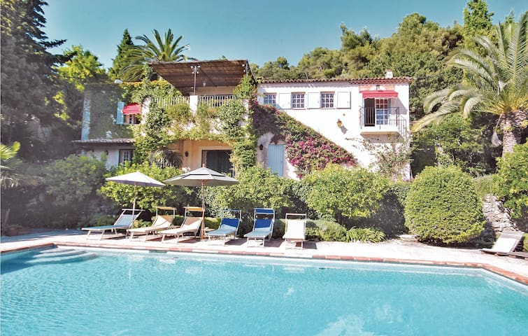 Holiday cottage with 4 bedrooms on 220m² in St Paul de Vence