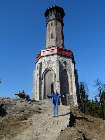 Rozhledna Štěpánka  ( 7 km od domu ) Cestou k ní, Vám odměnou budou krásné pohledy na Krkonoše.