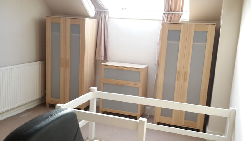 Very big room (for 1 or 2) near Uni of Notts & QMC