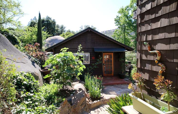 Nature's Retreat Cabin Ramona - Ramona - Cabin