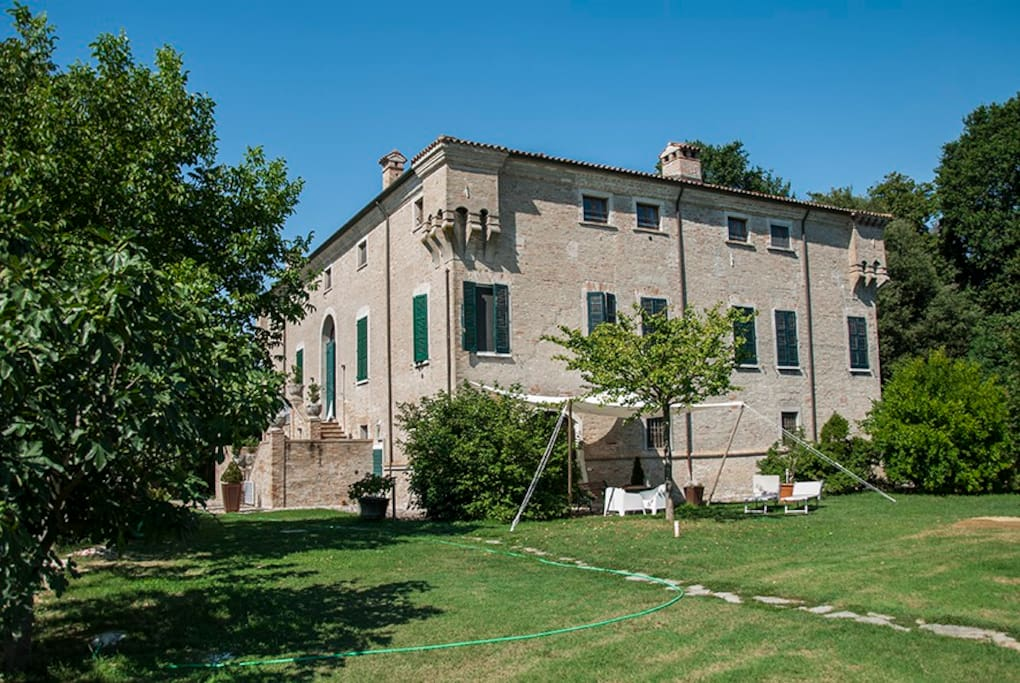 Ingresso e giardino privato