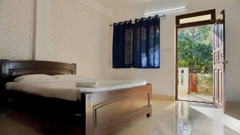 Premium AC room near Vagator beach (WFH friendly)