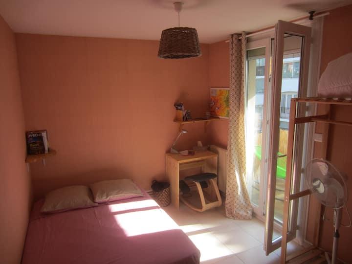 Chambre grand lit avec balcon