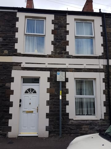 2 Double bedroom house in Cardiff city centre.