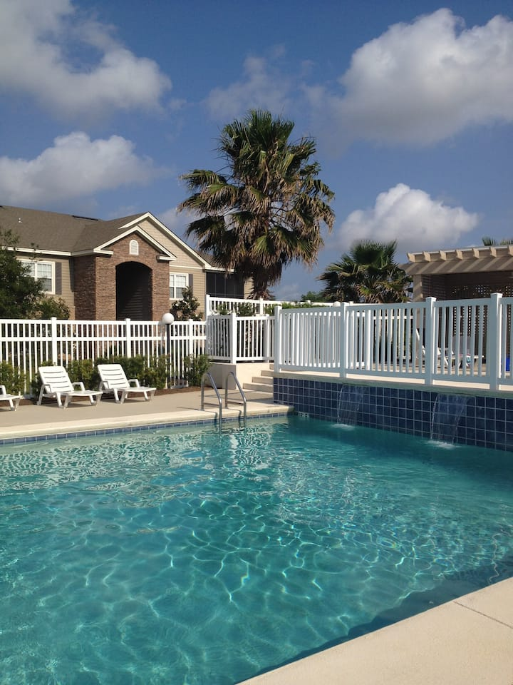 Spacious Condo in Foley 20 min to Beaches !