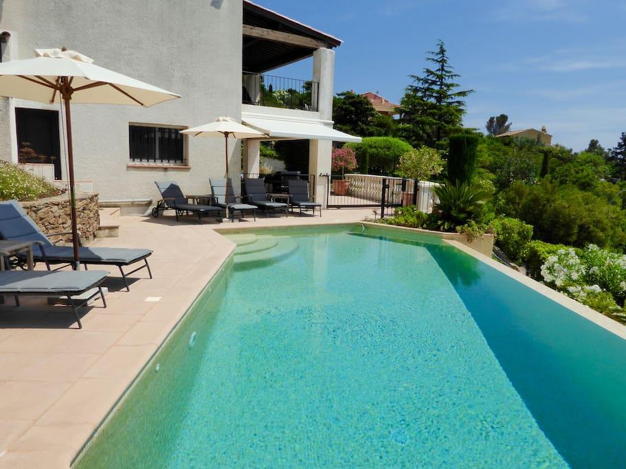 Pool in der Nachmittagssonne, sanfter Einstieg, Poolheizung