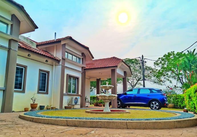 Cozy Villa @ Sepang, Bagan Lalang (Half bungalow)