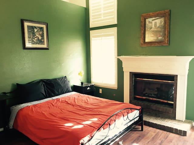 Charming New Bedroom 3 Close to CSU San Bernardino