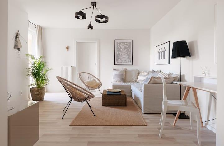 Bespoke Best Apartment beside Warsaw Center
