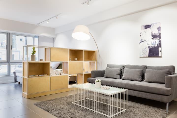 Ermou str. Elegant 1BD Apartment - White