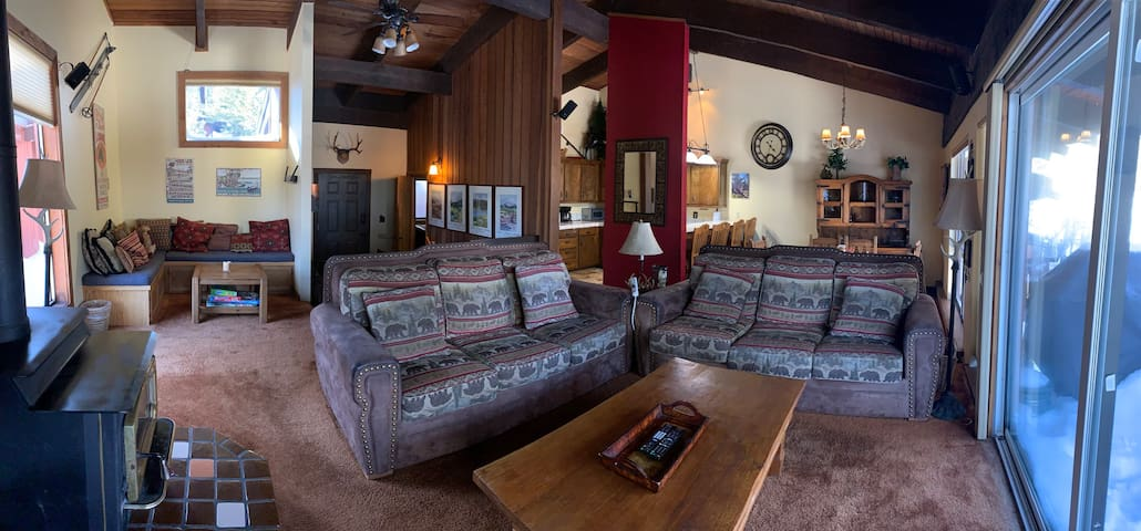 Mammoth Lakes Condo, steps from Canyon Lodge