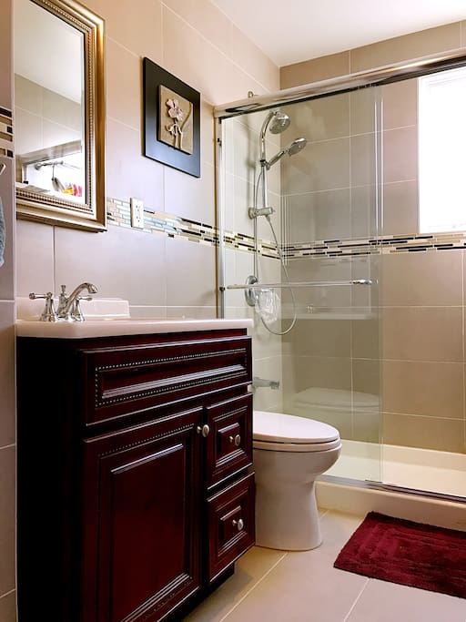 2 Super Clean Bathrooms. We provide shampoo, body wash, towels and, hair drier and all other shower essentials