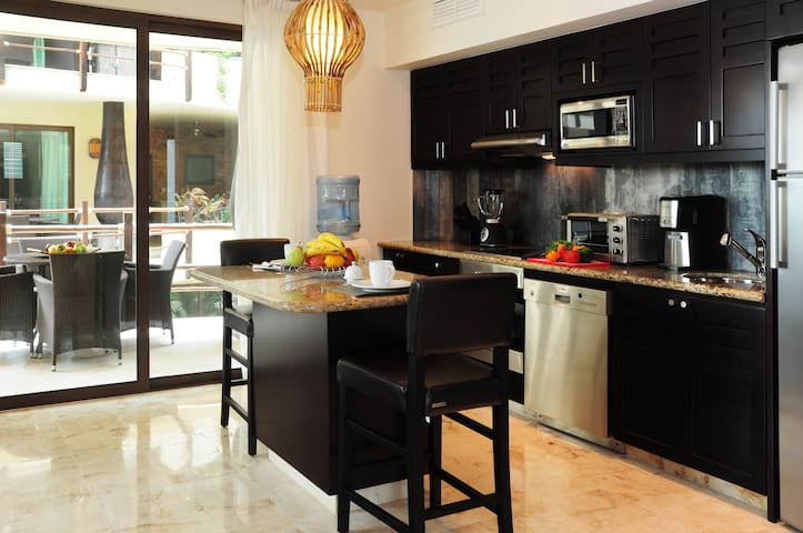 Fully Equipped Kitchen with Marble Table and High Chairs