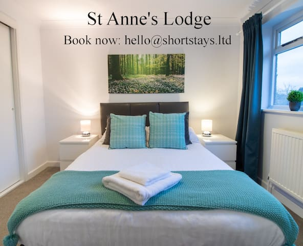 SA0 | St Anne's Close | Whole House.Serviced Accommodation Bicester