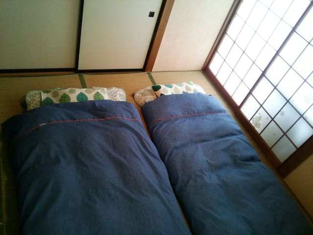 bed room and Japanese futons