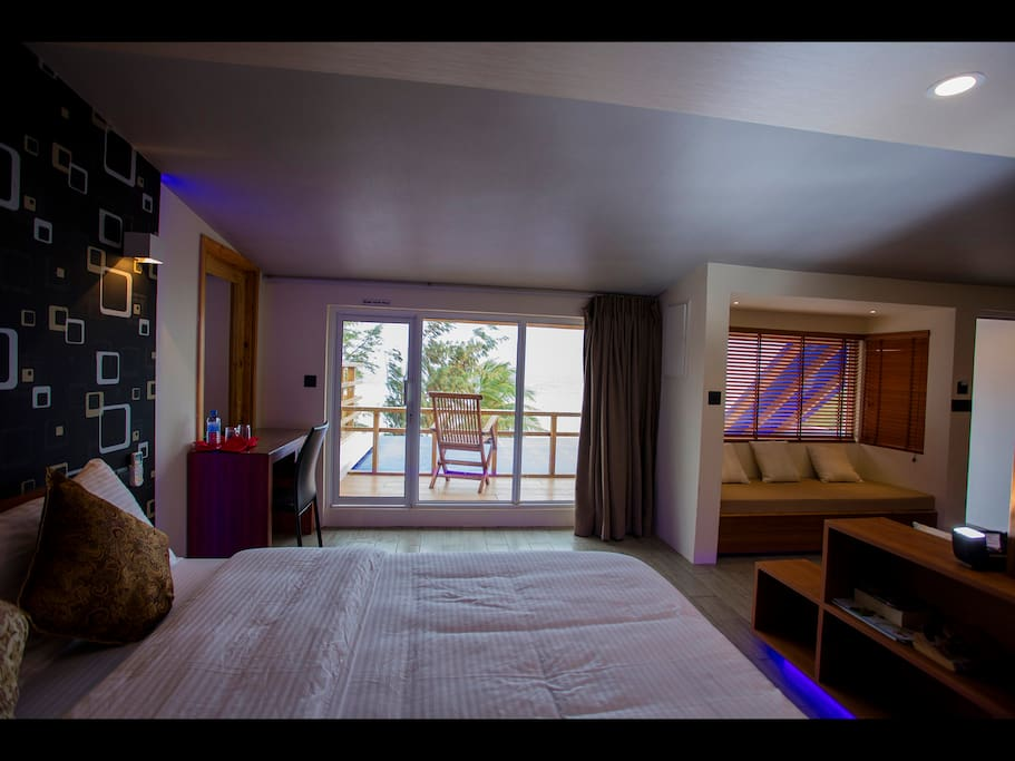 Ripple beach inn sea view penthouse bed and breakfasts for The family room hulhumale